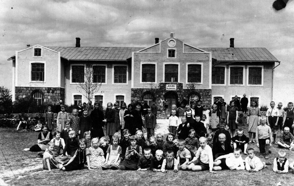 1933 – Juuru Alg- ja Täienduskool.